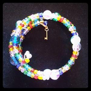 """Jewelry - 8 """" beaded/ key charm memory bracelet EUC"""